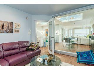 Photo 8: 15083 VICTORIA Avenue: White Rock House for sale (South Surrey White Rock)  : MLS®# R2339599
