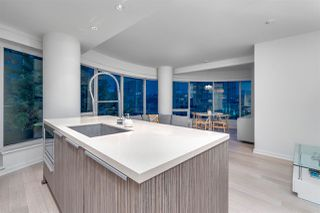 """Photo 5: 407 1661 ONTARIO Street in Vancouver: False Creek Condo for sale in """"Sails"""" (Vancouver West)  : MLS®# R2341882"""