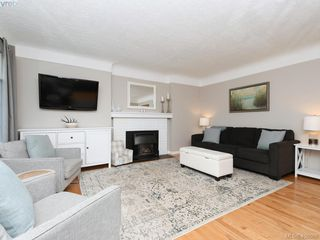 Photo 4: 1216 Pearce Crescent in VICTORIA: SE Blenkinsop Single Family Detached for sale (Saanich East)  : MLS®# 408086