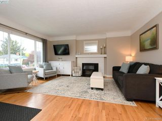 Photo 2: 1216 Pearce Crescent in VICTORIA: SE Blenkinsop Single Family Detached for sale (Saanich East)  : MLS®# 408086