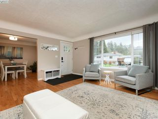Photo 3: 1216 Pearce Crescent in VICTORIA: SE Blenkinsop Single Family Detached for sale (Saanich East)  : MLS®# 408086