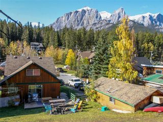 Photo 3: 274 Three Sisters Drive: Canmore Detached for sale : MLS®# C4253079