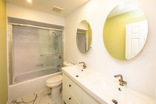 Photo 13: 902 BRITTON Drive in Port Moody: North Shore Pt Moody Townhouse for sale : MLS®# R2443680