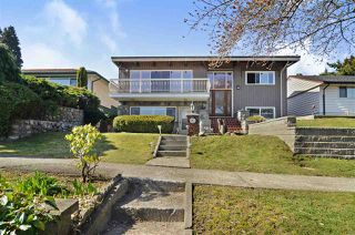 Photo 1: 541 GARFIELD Street in New Westminster: The Heights NW House for sale : MLS®# R2446768