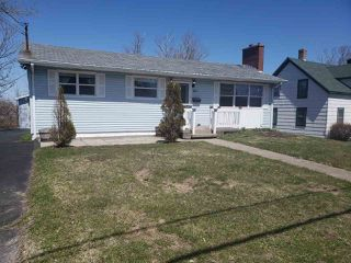 Photo 1: 722 Main Street in Glace Bay: 203-Glace Bay Residential for sale (Cape Breton)  : MLS®# 202007589