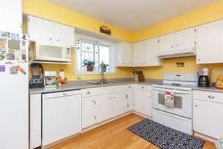 Photo 9: 2076 Piercy Ave in : Si Sidney North-East House for sale (Sidney)  : MLS®# 850852