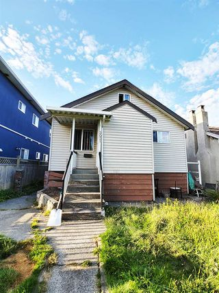 Photo 1: 3031 E 1ST Avenue in Vancouver: Renfrew VE House for sale (Vancouver East)  : MLS®# R2488741