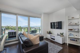 "Photo 2: 802 1565 W 6TH Avenue in Vancouver: False Creek Condo for sale in ""6TH and FIR"" (Vancouver West)  : MLS®# R2493032"