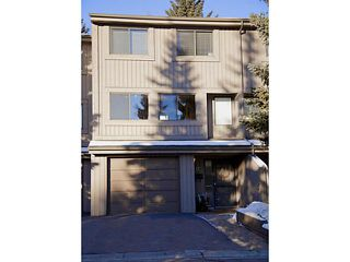 Photo 1: 17 10457 19 Street SW in CALGARY: Braeside_Braesde Est Townhouse for sale (Calgary)  : MLS®# C3593215
