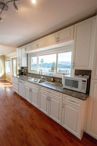 Photo 5: 561 ABBS Road in Gibsons: Gibsons & Area House for sale (Sunshine Coast)  : MLS®# R2144785