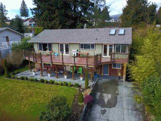 Photo 2: 561 ABBS Road in Gibsons: Gibsons & Area House for sale (Sunshine Coast)  : MLS®# R2144785