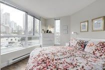 """Photo 13: 605 907 BEACH Avenue in Vancouver: Yaletown Condo for sale in """"Coral Collr 7"""" (Vancouver West)  : MLS®# R2218932"""