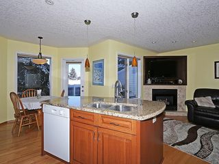 Photo 6: 80 SCENIC Gardens NW in Calgary: Scenic Acres House for sale : MLS®# C4165304
