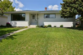 Photo 2: 27 Braden Crescent NW in Calgary: Brentwood House for sale : MLS®# C4191763