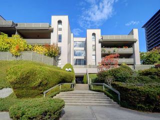 Photo 1: 407 4941 LOUGHEED Highway in Burnaby: Brentwood Park Condo for sale (Burnaby North)  : MLS®# R2331815