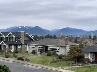 Photo 2: 4214 HAZELWOOD Crescent in Burnaby: Garden Village House for sale (Burnaby South)  : MLS®# R2337640