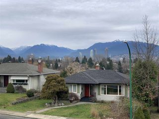 Photo 3: 4214 HAZELWOOD Crescent in Burnaby: Garden Village House for sale (Burnaby South)  : MLS®# R2337640