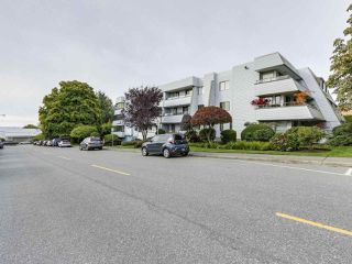 "Photo 3: 311 1341 GEORGE Street: White Rock Condo for sale in ""OCEANVIEW"" (South Surrey White Rock)  : MLS®# R2381098"