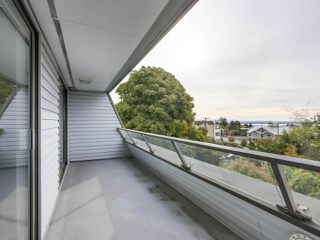 "Photo 17: 311 1341 GEORGE Street: White Rock Condo for sale in ""OCEANVIEW"" (South Surrey White Rock)  : MLS®# R2381098"