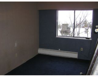Photo 4: 205 5450 Empire Drive in Capital Hill: Home for sale : MLS®# V682858
