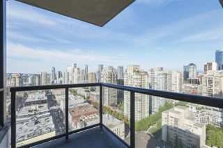 "Photo 2: 2609 977 MAINLAND Street in Vancouver: Yaletown Condo for sale in ""YALETOWN PARK 3"" (Vancouver West)  : MLS®# R2398459"
