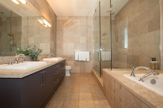Photo 5: 2236 BOULDER COURT: House for sale : MLS®# R2400285