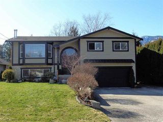 Photo 1: 21043 GREENWOOD Drive in Hope: Hope Kawkawa Lake House for sale : MLS®# R2446407