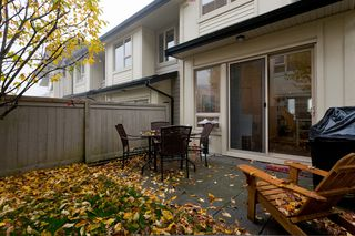 """Photo 3: 10 9229 UNIVERSITY Crescent in Burnaby: Simon Fraser Univer. Townhouse for sale in """"SERENITY"""" (Burnaby North)  : MLS®# V918055"""