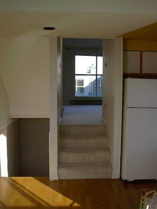Photo 3: 2 BR in Fairview