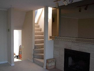 Photo 5: 2 BR in Fairview
