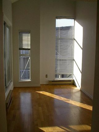 Photo 2: 2 BR in Fairview