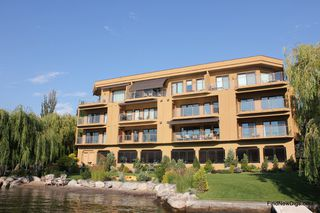 Photo 1: 201 2418 Lakeshore Drive in Osoyoos: Lakeside Drive, Osoyoos Condo for sale