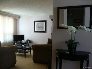 Photo 3: 451 MELBOURNE Avenue in WINNIPEG: East Kildonan Residential for sale (North East Winnipeg)  : MLS®# 1403957