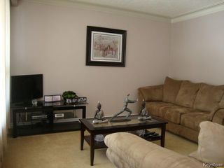 Photo 2: 451 MELBOURNE Avenue in WINNIPEG: East Kildonan Residential for sale (North East Winnipeg)  : MLS®# 1403957