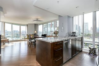 "Photo 3: 806 918 COOPERAGE Way in Vancouver: Yaletown Condo for sale in ""THE MARINER"" (Vancouver West)  : MLS®# R2000227"