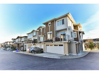 """Photo 2: 14 19433 68 Avenue in Surrey: Clayton Townhouse for sale in """"The Grove"""" (Cloverdale)  : MLS®# R2046626"""