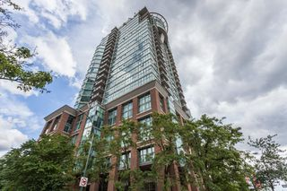 Photo 1: 2205 1128 QUEBEC Street in Vancouver: Mount Pleasant VE Condo for sale (Vancouver East)  : MLS®# R2079685