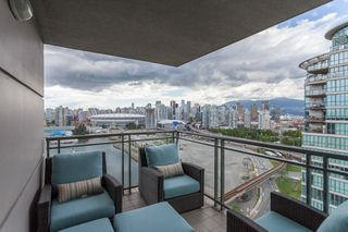 Photo 4: 2205 1128 QUEBEC Street in Vancouver: Mount Pleasant VE Condo for sale (Vancouver East)  : MLS®# R2079685