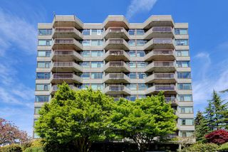 """Photo 1: 1106 2445 W 3RD Avenue in Vancouver: Kitsilano Condo for sale in """"Carriage House"""" (Vancouver West)  : MLS®# R2163748"""