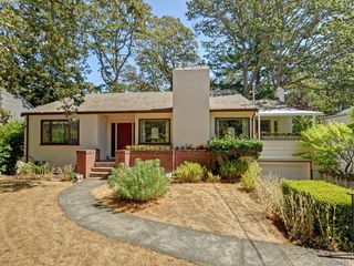 Photo 1: 945 FOUL BAY Road in VICTORIA: OB South Oak Bay Single Family Detached for sale (Oak Bay)  : MLS®# 381771