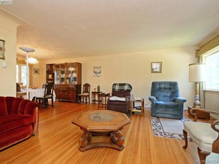 Photo 2: 945 FOUL BAY Road in VICTORIA: OB South Oak Bay Single Family Detached for sale (Oak Bay)  : MLS®# 381771
