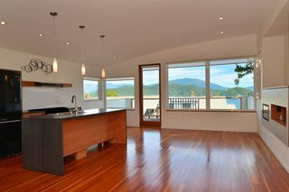 "Photo 14: 634 GIBSONS Way in Gibsons: Gibsons & Area House for sale in ""Heritage Hills"" (Sunshine Coast)  : MLS®# R2197960"
