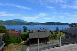"Photo 1: 634 GIBSONS Way in Gibsons: Gibsons & Area House for sale in ""Heritage Hills"" (Sunshine Coast)  : MLS®# R2197960"