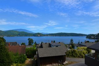 "Photo 20: 634 GIBSONS Way in Gibsons: Gibsons & Area House for sale in ""Heritage Hills"" (Sunshine Coast)  : MLS®# R2197960"