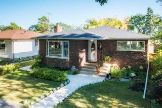Main Photo: 1138 Mulvey Avenue in : Crescentwood Single Family Detached for sale (1Bw)  : MLS®# 1725571