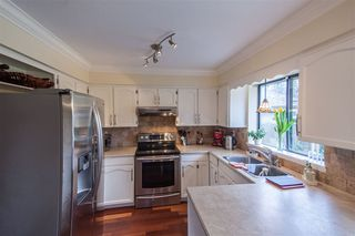 Photo 4: 13041 16TH AVENUE in South Surrey White Rock: Home for sale : MLS®# R2041818
