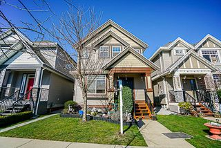 Photo 1: 19133 67A Avenue in Surrey: Clayton House for sale (Cloverdale)  : MLS®# R2248504
