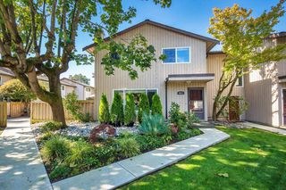 "Photo 1: 4857 55B Street in Delta: Hawthorne Townhouse for sale in ""Chestnut Gardens"" (Ladner)  : MLS®# R2310613"
