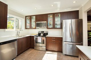 "Photo 3: 4857 55B Street in Delta: Hawthorne Townhouse for sale in ""Chestnut Gardens"" (Ladner)  : MLS®# R2310613"