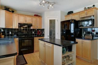 Photo 11: 131 PRESTWICK Drive SE in Calgary: McKenzie Towne Detached for sale : MLS®# C4210420